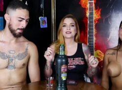 Lunna Vaz e Clara Aguilar fazendo Stripper Game  sem tarja