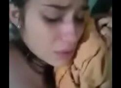 Novinha chorando na pica falando que é muito grande