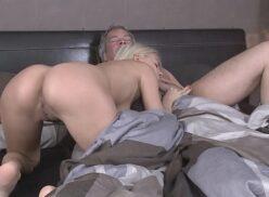 Pornoxv velho nu traçando a novinha linda