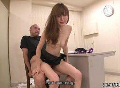 Video de sexo japones safadinha quicando gostoso no pau