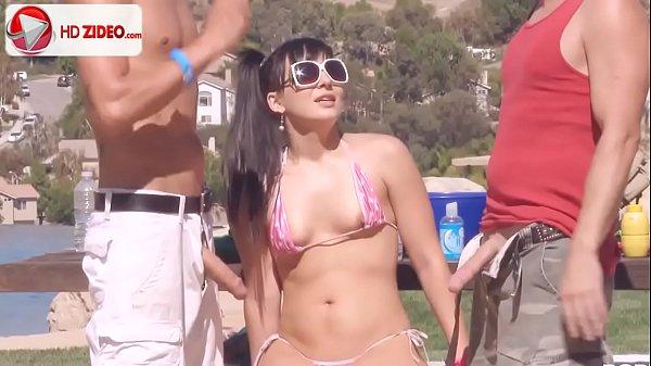Google filme pornô safada transando com dois machos